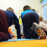 yoga giocato, yoga che danza bimbi