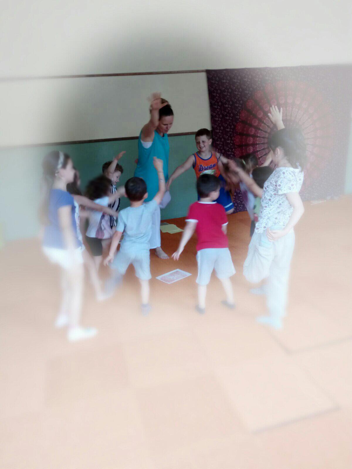 yoga educativo bimbi giugno 2018 montorso